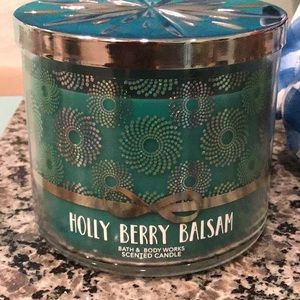 Bbw holly berry balsam candle